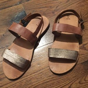 Frye 9.5 leather flats sandals gold tan classic